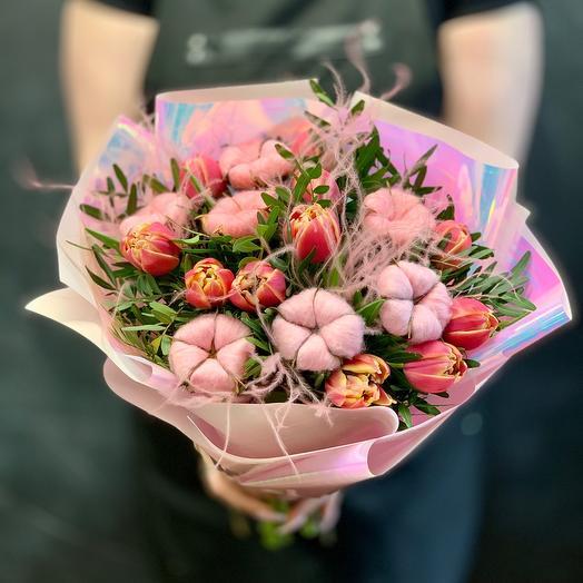 Нежный букет Тюльпанов с хлопком