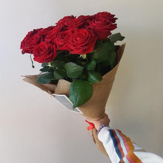 13 ароматных,красных роз