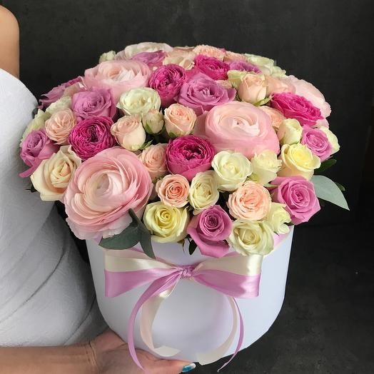 Ранункулюсы и розы