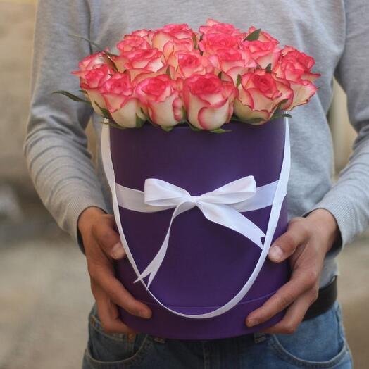 Розы Джумилия в шляпной коробке
