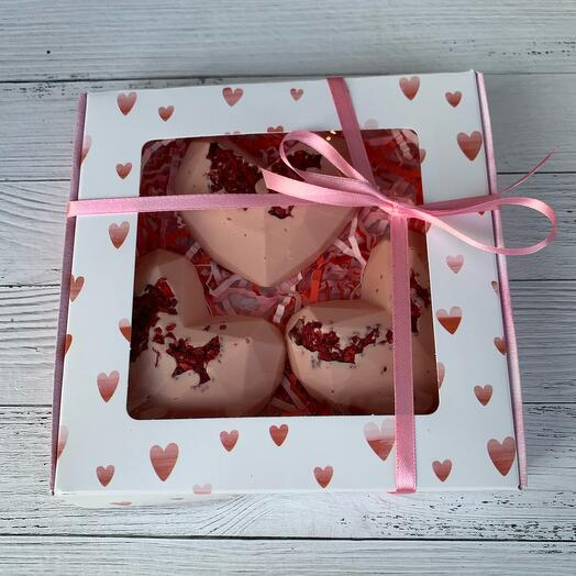 Шоколад ручной работы «Сердца с сублимированной вишней»