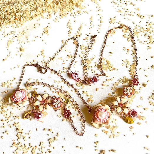 Колье и браслет Les Nereides розовые цветы