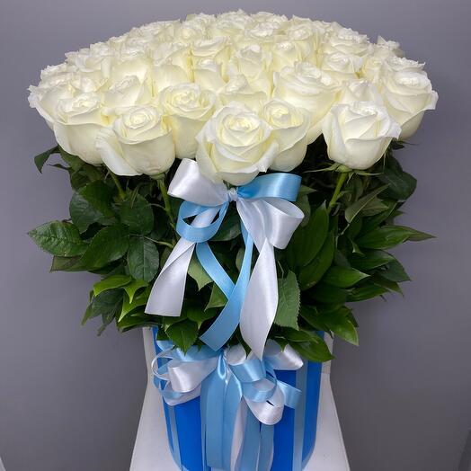 75 белых роз в коробке