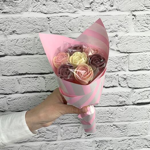 """Букет """"Сиреневый"""" из шоколадных роз"""