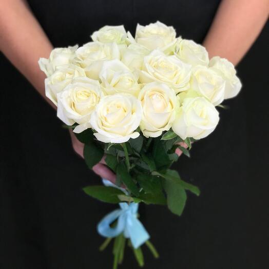 15 white roses 40 cm
