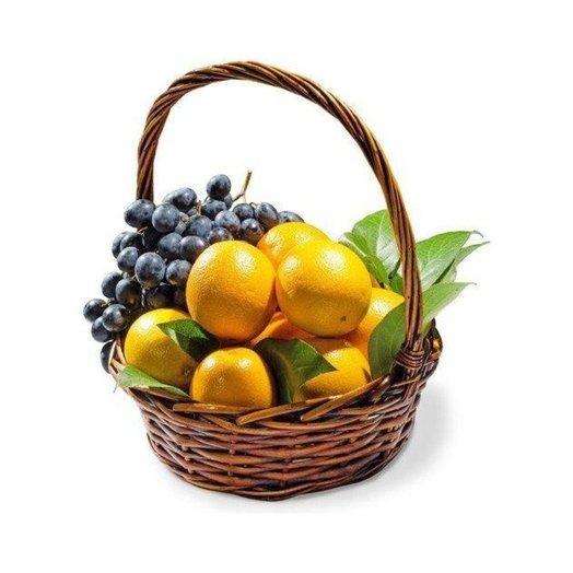 Апельсины с виноградом: букеты цветов на заказ Flowwow