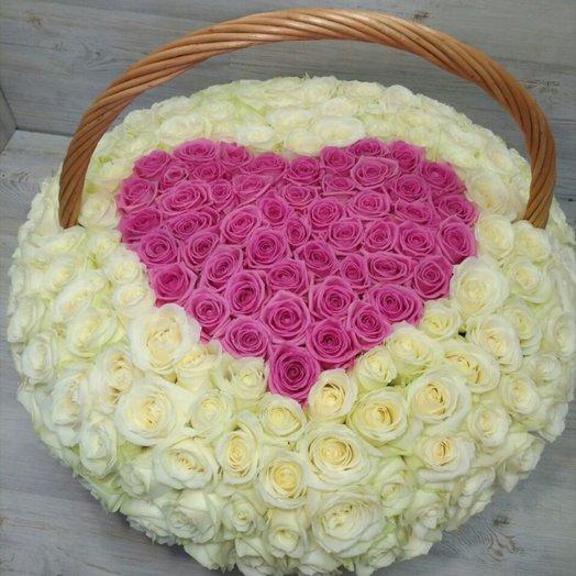 Корзина в виде сердца: букеты цветов на заказ Flowwow