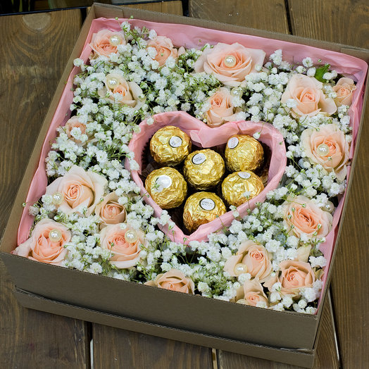 Коробка с цветами и конфетами My love: букеты цветов на заказ Flowwow