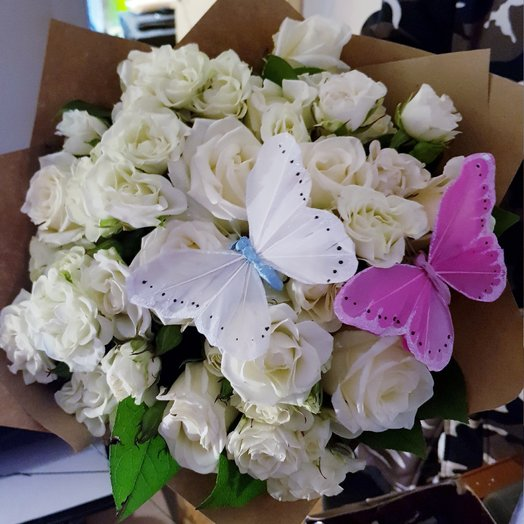 Розы с бабочками: букеты цветов на заказ Flowwow