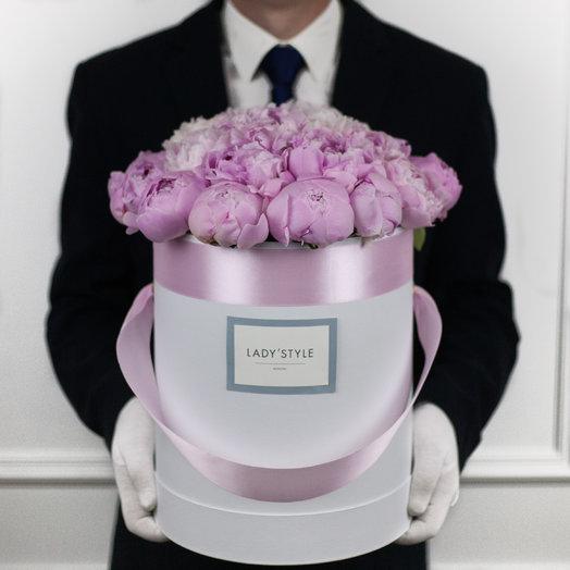 Французские пионы Sarah Bernhardt в шляпной коробке L: букеты цветов на заказ Flowwow