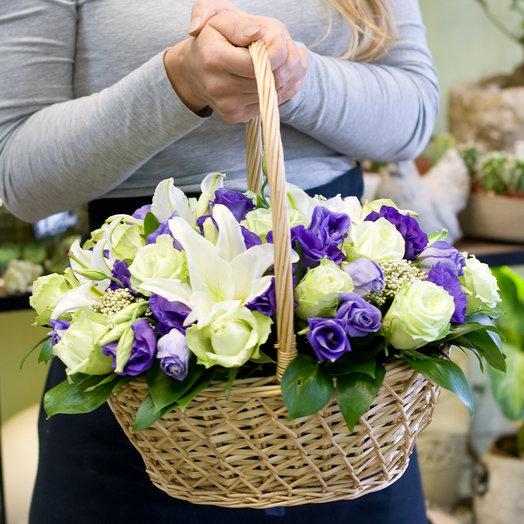Корзина с цветами Лунный аметист: букеты цветов на заказ Flowwow