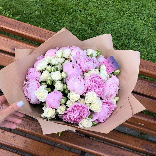 Пионы с розами: букеты цветов на заказ Flowwow