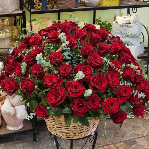 "Корзина из красных роз ""Розаприма"" (101 роза): букеты цветов на заказ Flowwow"