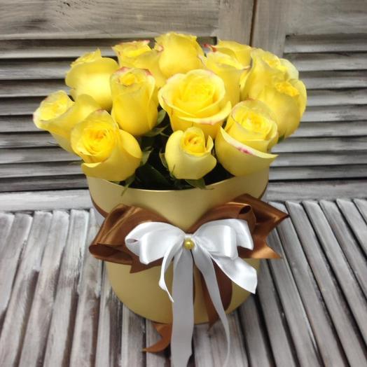 15 желтых роз в коробке