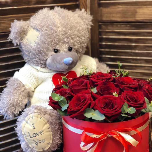Коробка с 19 розами и мишками
