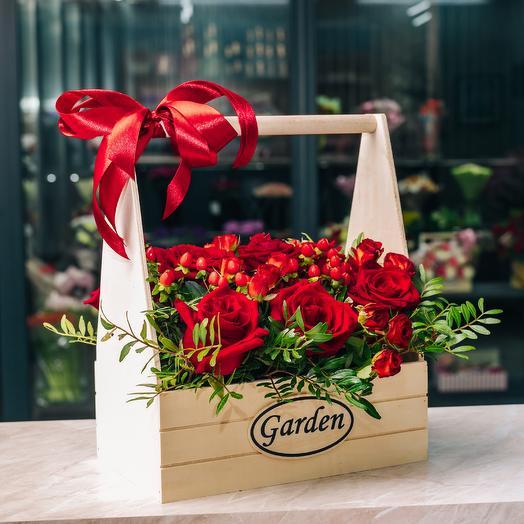 Красные Розы в ящике: букеты цветов на заказ Flowwow
