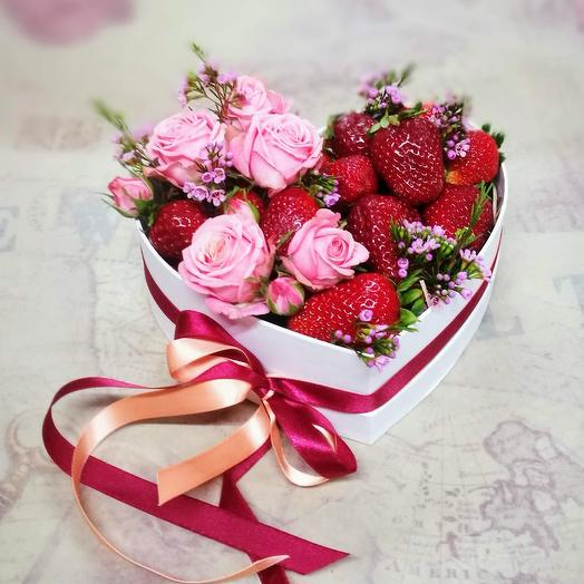 Box with strawberries: flowers to order Flowwow