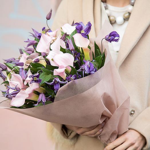 Букет из калл и клематиса: букеты цветов на заказ Flowwow