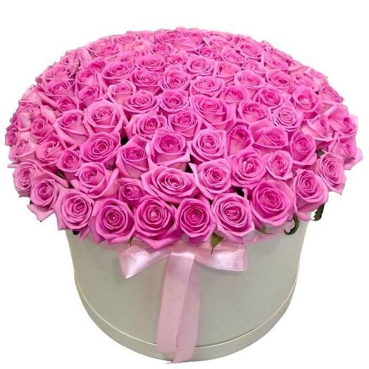 101 роза в шляпной коробке: букеты цветов на заказ Flowwow