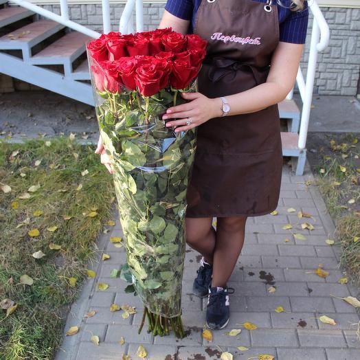 Высокая красная роза: букеты цветов на заказ Flowwow