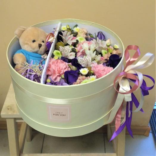 Цветочный бокс с мишкой: букеты цветов на заказ Flowwow