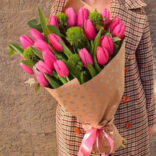 19 тюльпанов и гвоздика весенний букет
