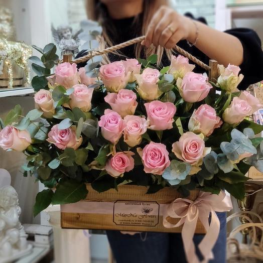 Ящик с нежными розами: букеты цветов на заказ Flowwow