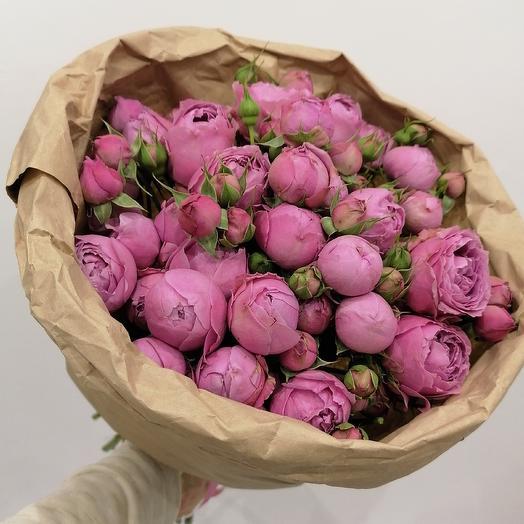 Пионовидная кустовая роза в крафте: букеты цветов на заказ Flowwow