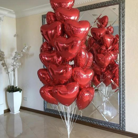 Большой букет из 25 красных сердец