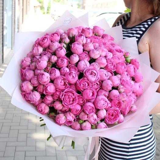 Шикарный букет кустовых пионовидных роз
