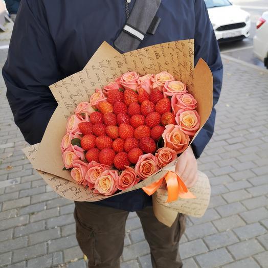 Клубника с розами