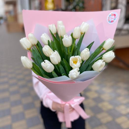 Букет из 19 белых тюльпанов