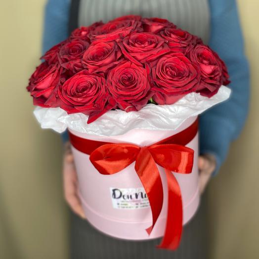 Шляпная коробка с цветами «Алое пламя»