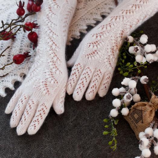 """Пуховые перчатки """"Ландыши"""" ручной работы"""