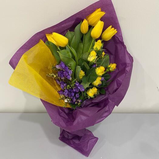 Букет из тюльпанов и роз