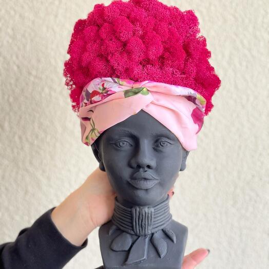 Голова африканки со стабилизированным мхом