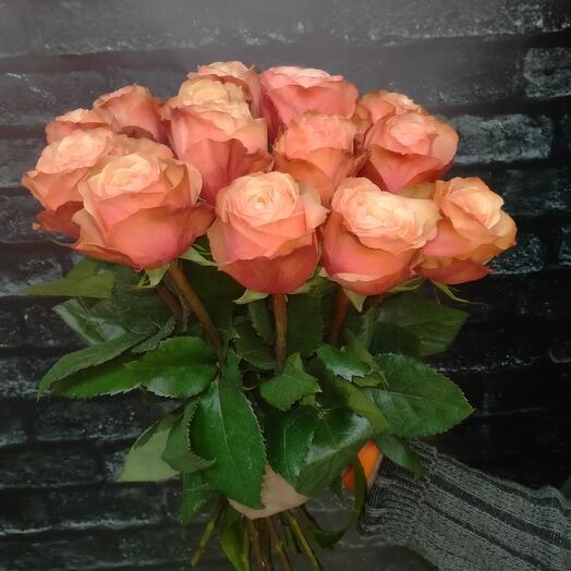 Моно-букет из 15 пионовидных роз Кахала 50см