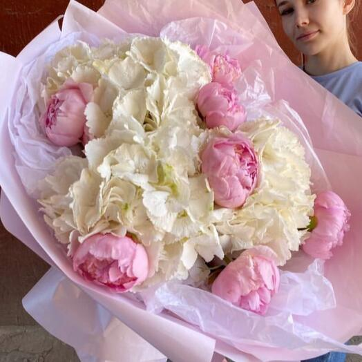 Large bouquet of peonies (France) and white hydrangeas