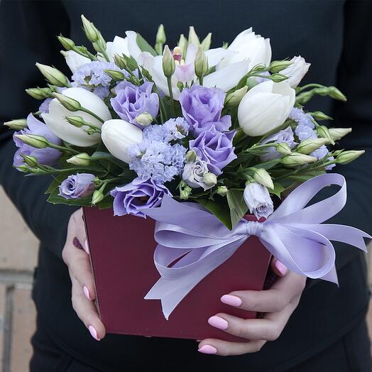 """Букет цветов в коробке """"Маленькое чудо"""" из орхидеи, тюльпанов, статицы, эустомы"""