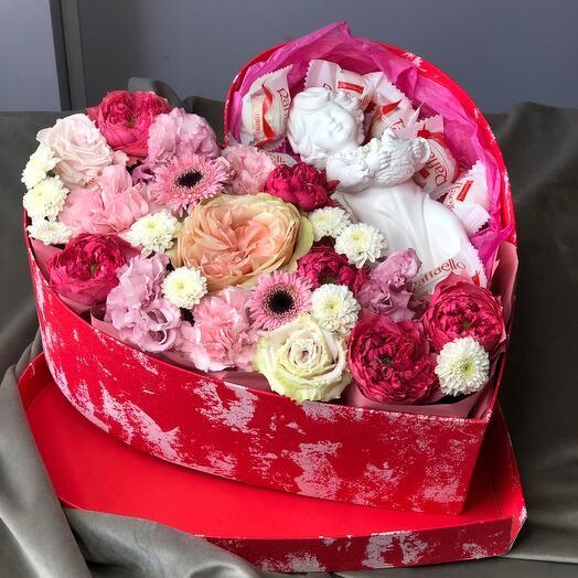 Цветы в коробке сердце с керамическим ангелом и конфетами