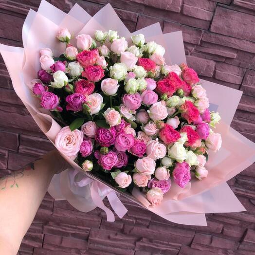Кустовые розы 19 шт