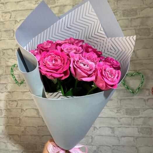 11 малиновых роз
