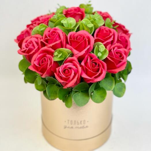 Красные розы мыльные в коробке