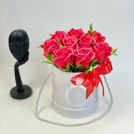 Красные мыльные розы в коробке маленькие