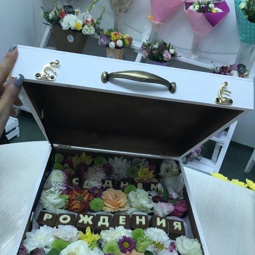 Коробка с днем рождения: букеты цветов на заказ Flowwow