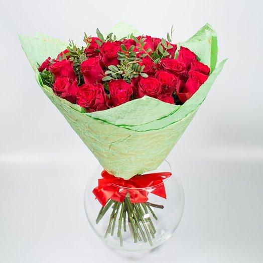 25 Кенийских роз с зеленью: букеты цветов на заказ Flowwow