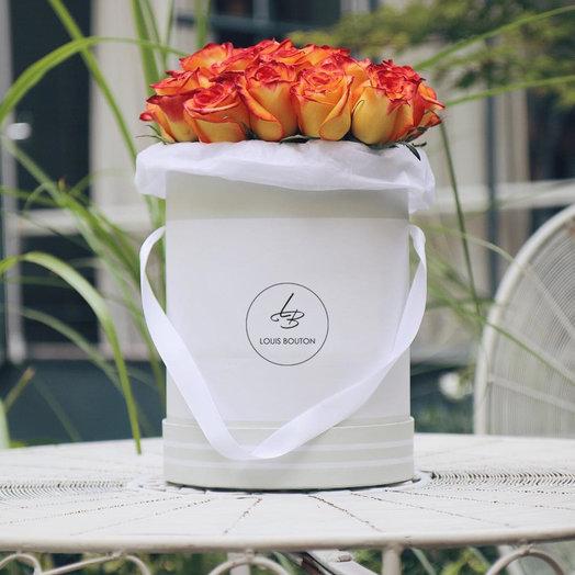Огненные розы в большой коробочке: букеты цветов на заказ Flowwow