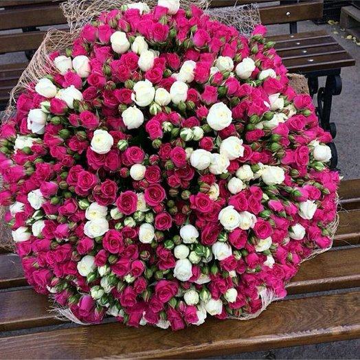 Букет из 101 разноцветной кустовой розы 50 см: букеты цветов на заказ Flowwow