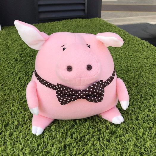 Игрушка Свинка в галстуке: букеты цветов на заказ Flowwow