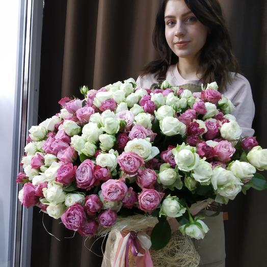 Охапка пионовидных кустовых роз: букеты цветов на заказ Flowwow